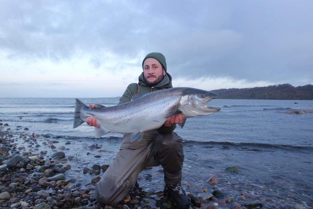 En chockad fångstman med sitt livs fisk!