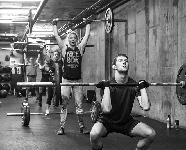 Grab a friend and make the best of your Sunday -------------------------------------- -------------------------------------- 🏋️♀️ @rakowski101 @sparklesb10 @cory_ya @x_fitter1 📦 @crossfit_nyc