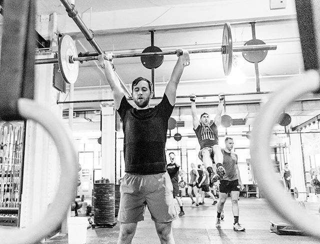 Best way to beat the Monday blues? Lifting heavy weights. -------------------------------------- -------------------------------------- 📦 @crossfit_nyc