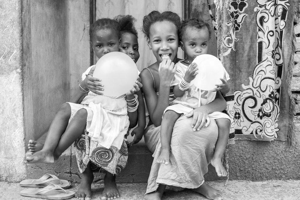 Gambia_BW_Kids_20.jpg