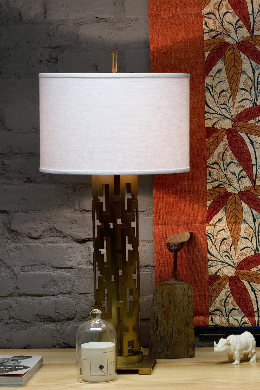Винтажная лампа на латунной основе. Vintage brass lamp.