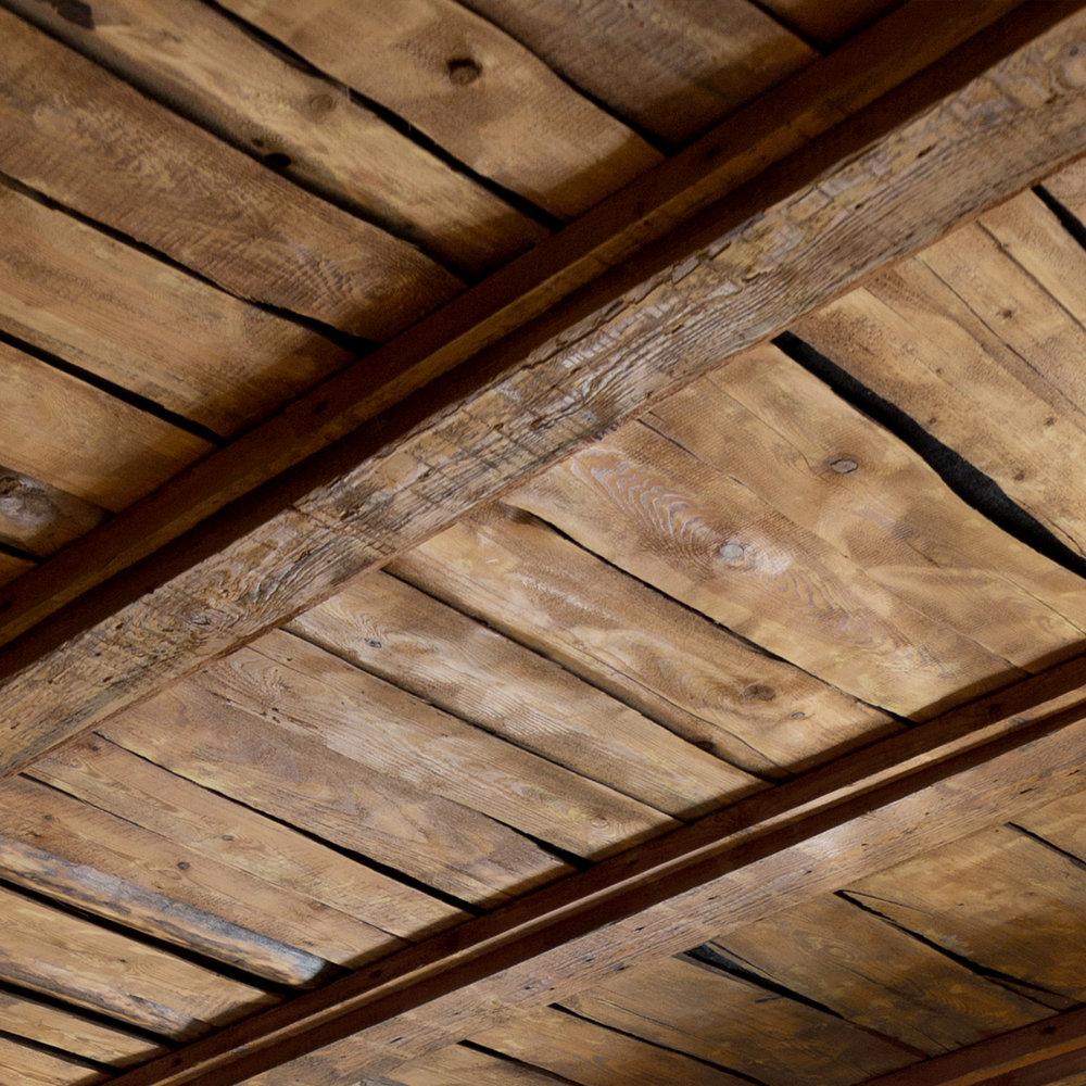 Деревянный декор потолка. Wooden ceiling decor