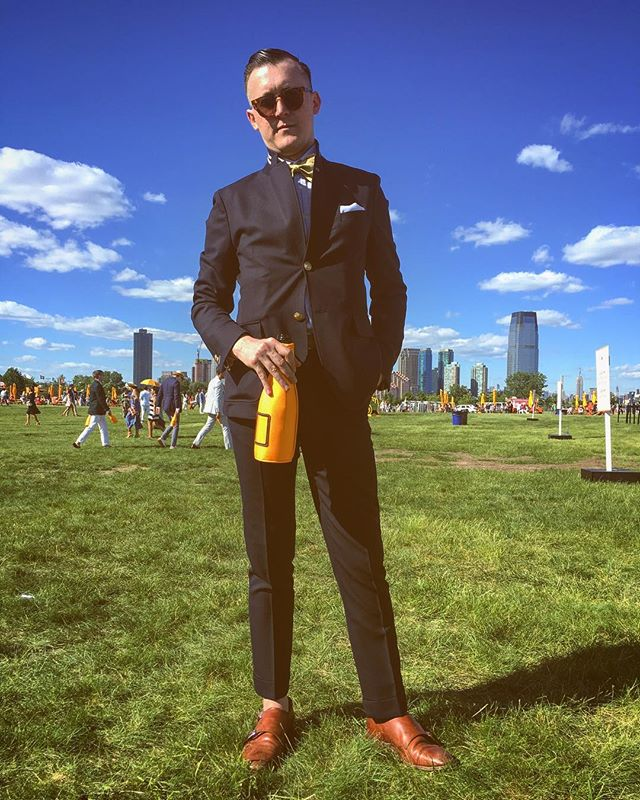 Popping bottles and collars, thanks @tomasmoves for the chilled out picnic! #veuveclicquotpoloclassic #moethennessy