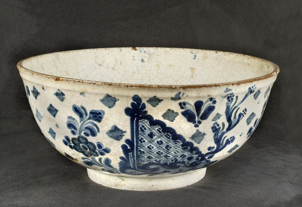 Mexican Talavera Poblana Ceramic, Low bowl decorated in Chinese taste