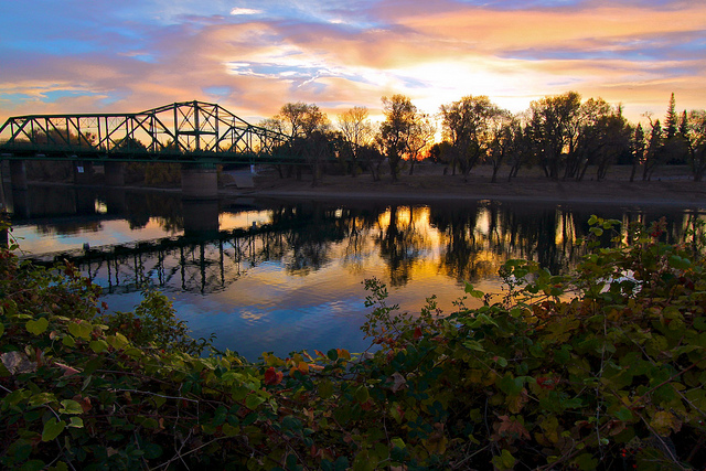 Sacramento Hiking & Bike Trails Sacramento has plenty of gorgeous hiking trails sprawled across the city. Here's our list of best hiking and biking trails in Sacramento. Many include river views, nature scenes and animals.