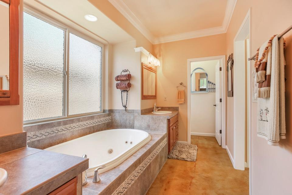 heatherdale bathroom1.jpg