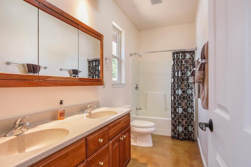 heatherdale bathroom2.jpg