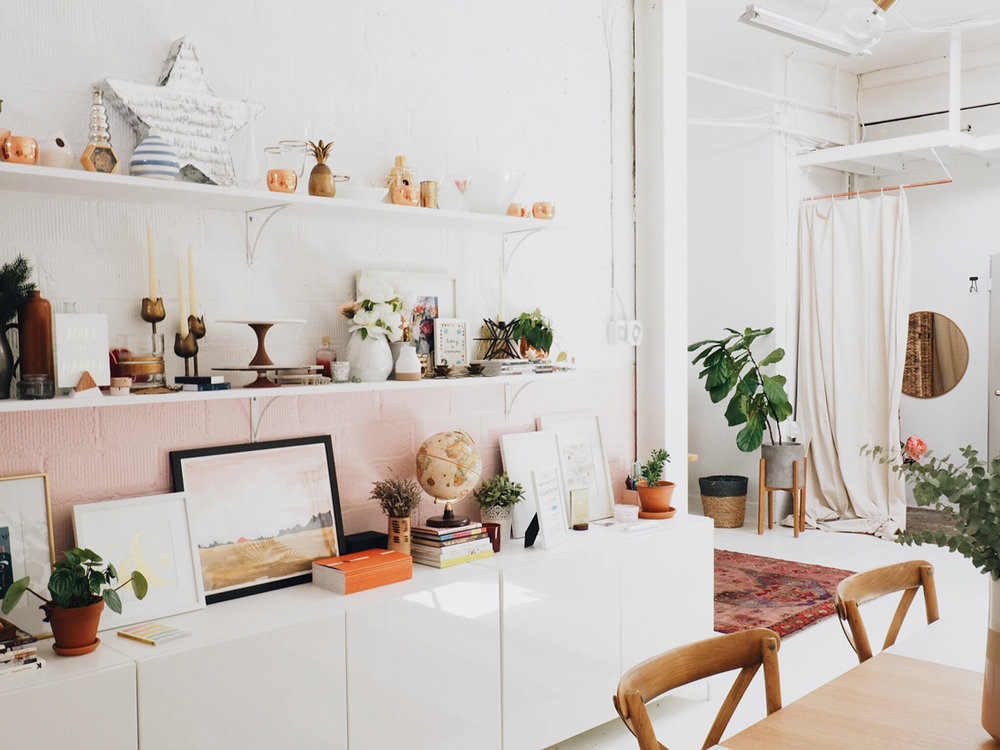 How to Stay Organized and Clutter-Free for Good!   Looking to simplify and organize your home? Here are several strategies to help you keep your home in tip-top streamlined condition, even when life gets hectic.
