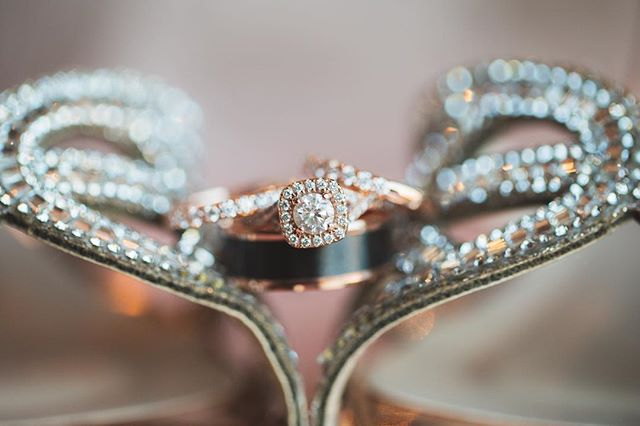 💍Blingy Bliss! Swooning over this dreamy rose gold ring set 💕 | 📸 @afterglowcreative
