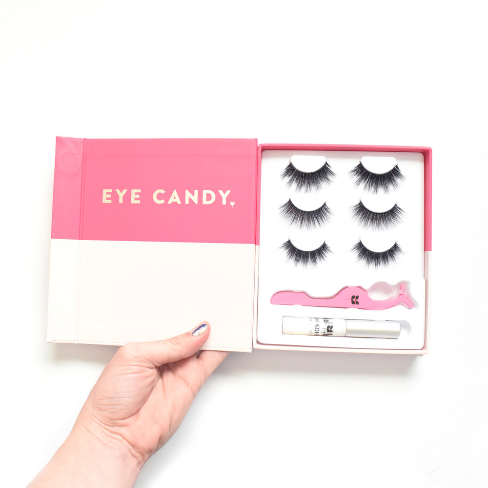 Write your own lash story with this  ADORABLE  lash book. It can be customized to come  in four difference lash bundles. See more details below.