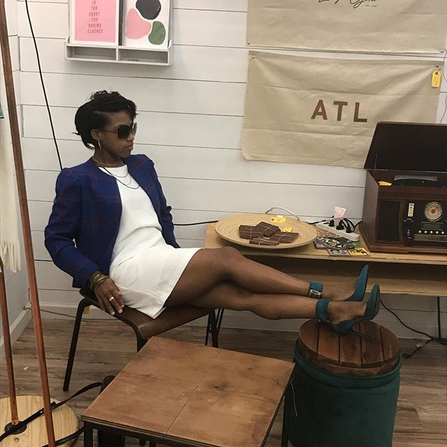 I always can find one if a kind items in a thrift store..... I can always find fun there too 😉 . . #pumpsandprofit #bossbabe #girlboss #bossup #blackgirlmagic #blackmomsblog #blackbusiness #stylistlife #staystylish #everydaystyle #stylestatement #styleforwomen #womenwithstyle #styleadvice #styletips #wearable #stylishgirl #outfitstyle #styleinspiration #fashioninspiration #outfitoftheday #outfitpost #lookoftheday #fashionable #fashionblog #fashiondiaries #fashiondaily #fashionstyle #fashiongram #shoequeen