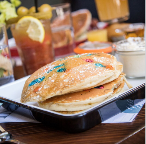 BOTTOMLESS BRUNCH -