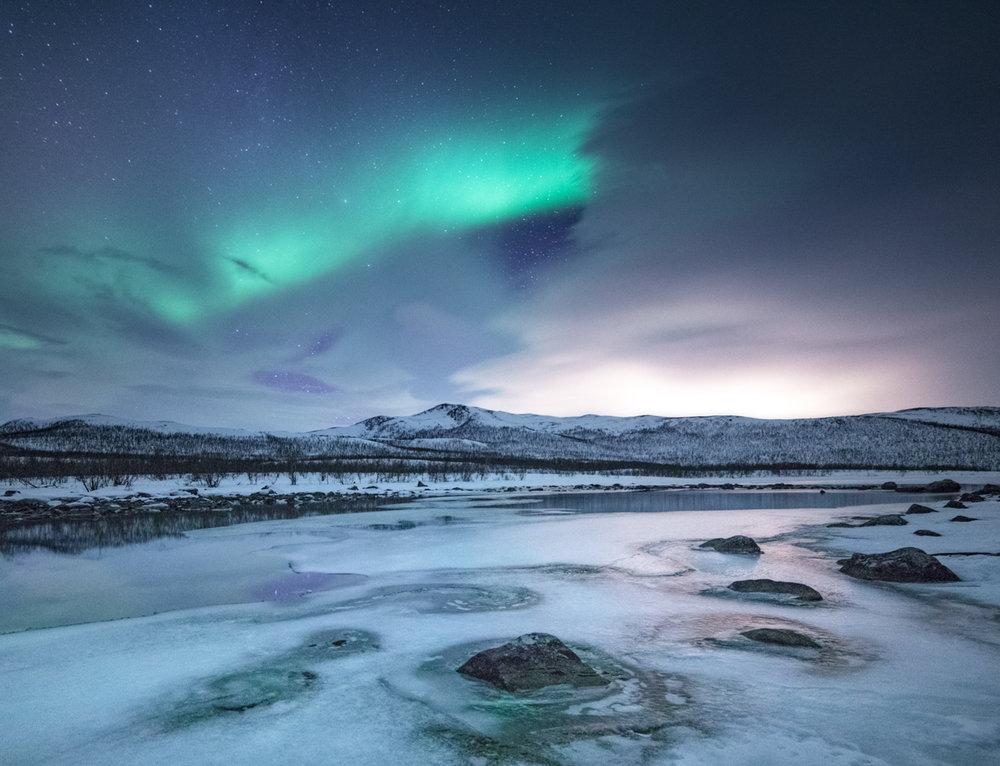 frozen_river_aurora_borealis.jpg