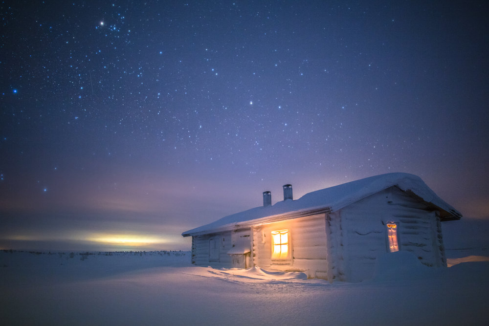 wilderness_hut_night_lapland.jpg