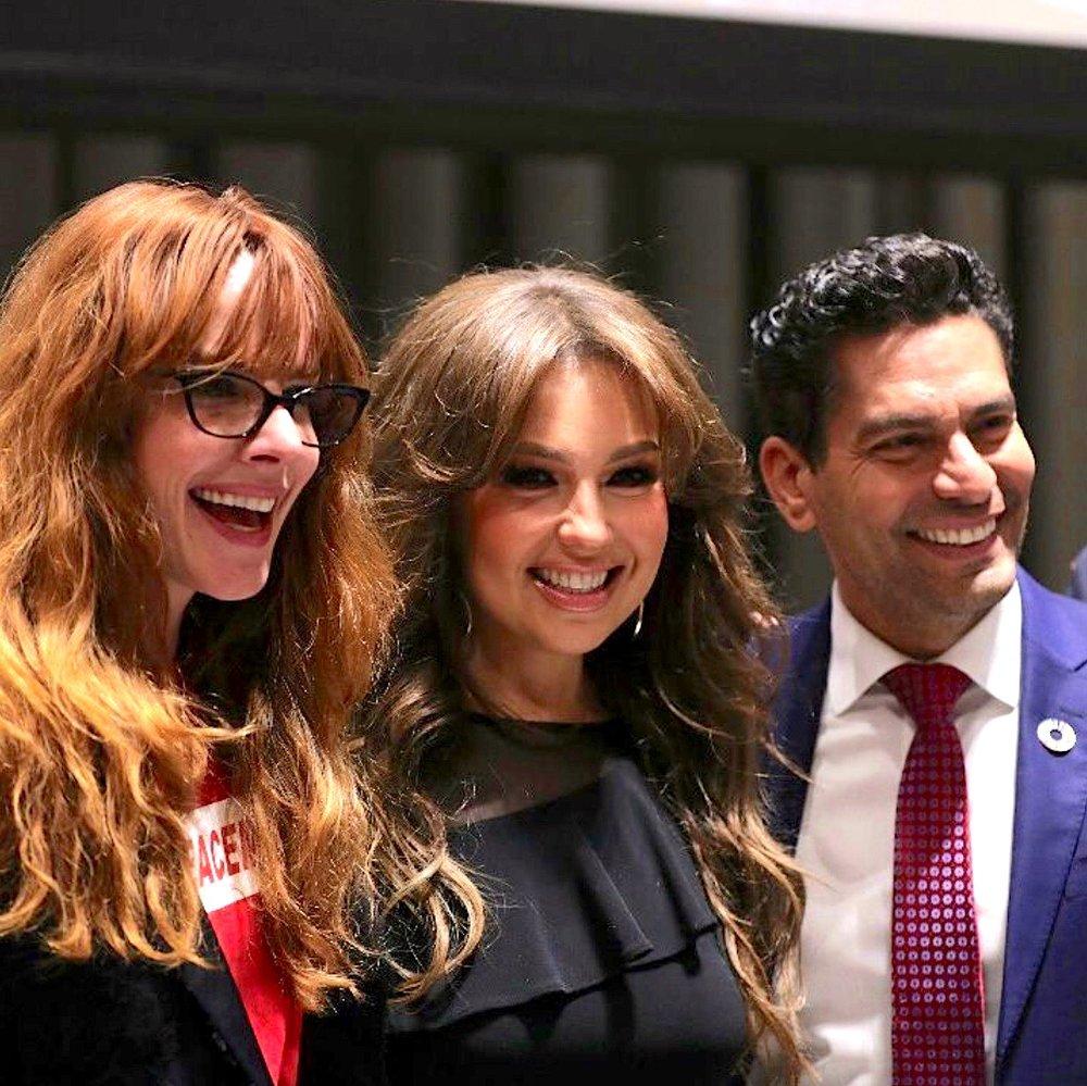 Junto a Thalía e Ismael Cala