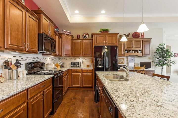 480 whistling way kitchen 2.jpg