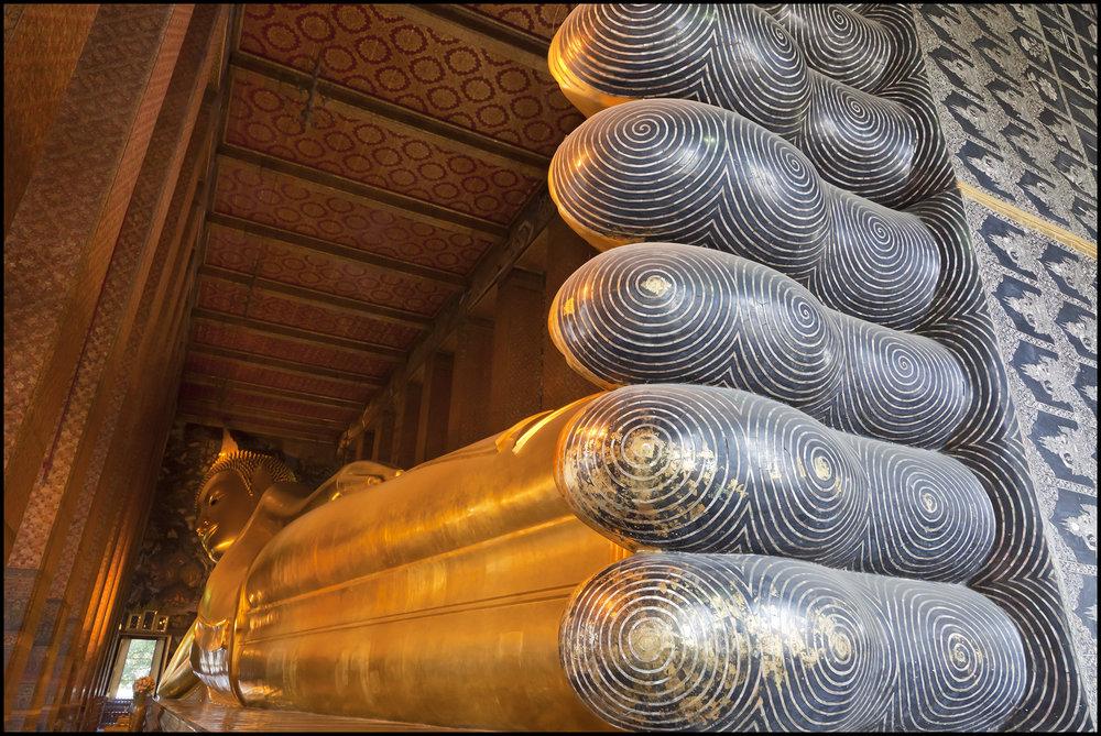 Bangkok Buddha full length.jpg
