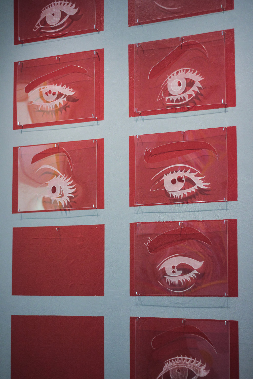 The installation of eyes of divorcees on the wall that accompanies Diana's project