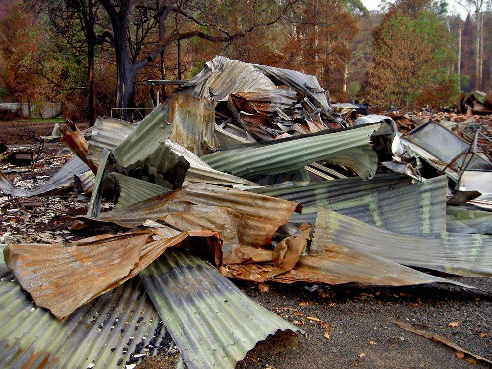 alpaca shop roof burnt at marysville.jpg