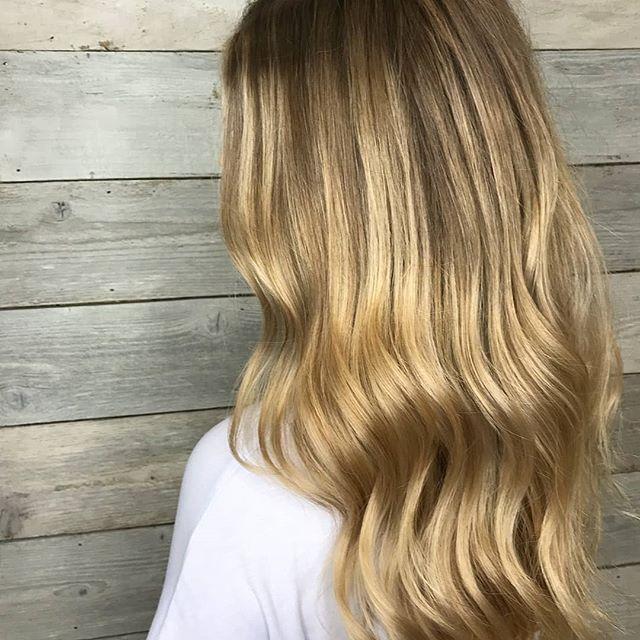 Regrann from @kittyheidi -  #salonbellabellevue #bellevuehairstylist #strikeapose #foilage #trussprofessional #trussairlibre @trussprofessional #bellevue #redmond #seattle #hair #balayage - #regrann