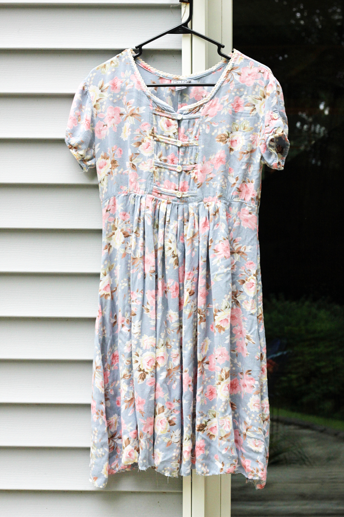 Upcycled Fashion DIY: Pastel Floral Dress