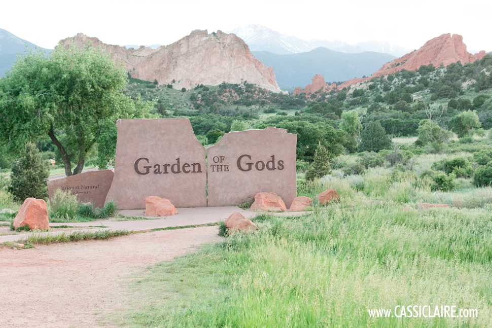 Garden Of The Gods Engagement Photos_01