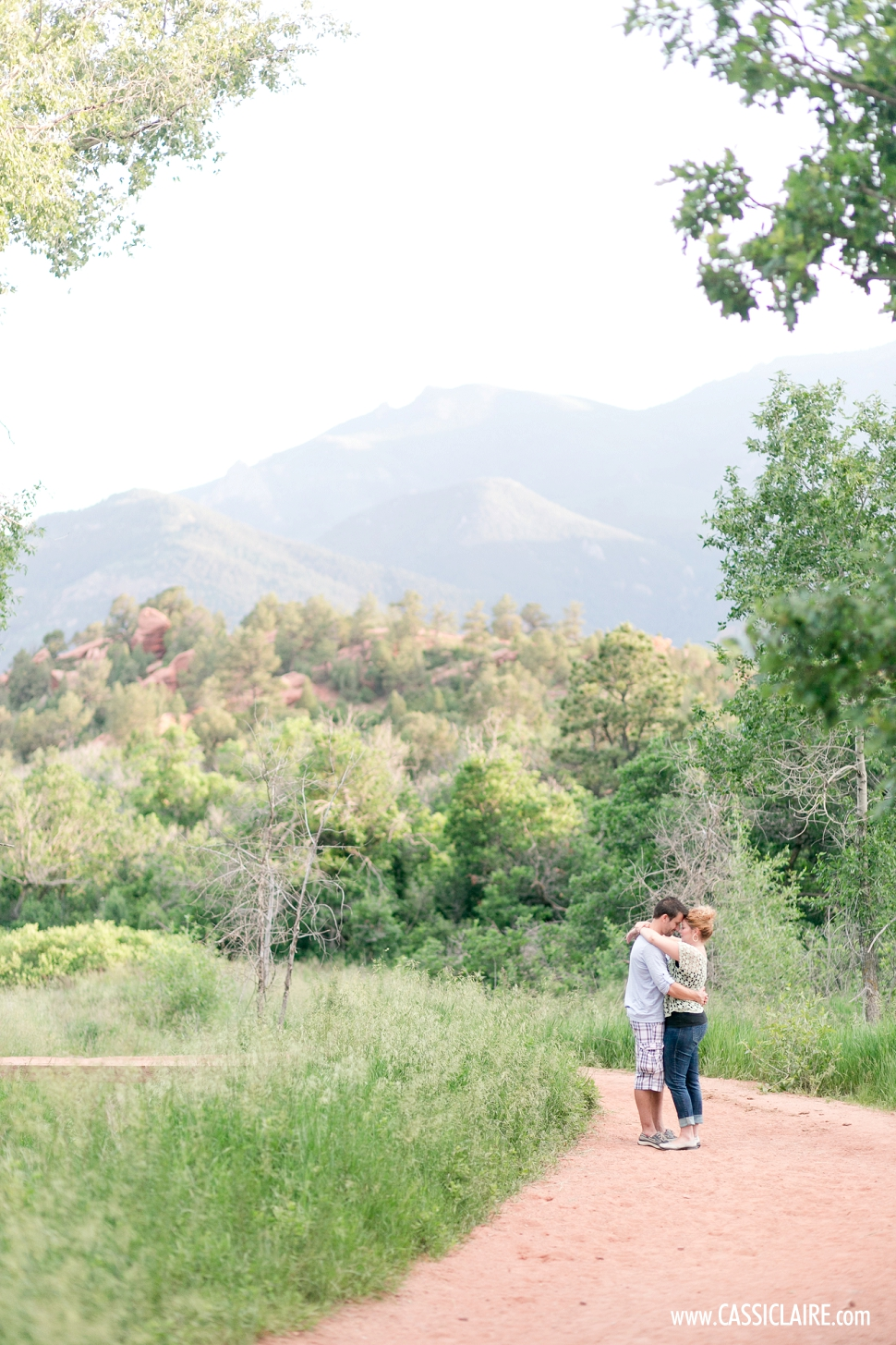 Garden-of-the-Gods-Engagement-Photos_06.jpg