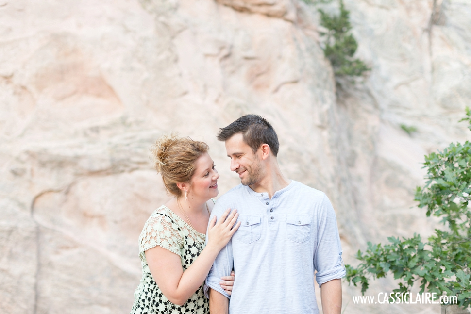 Garden-of-the-Gods-Engagement-Photos_09.jpg