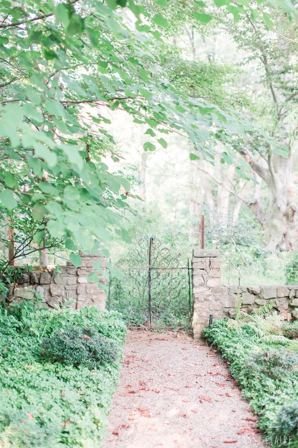 Cross-Estate-Gardens-Engagement_05.jpg