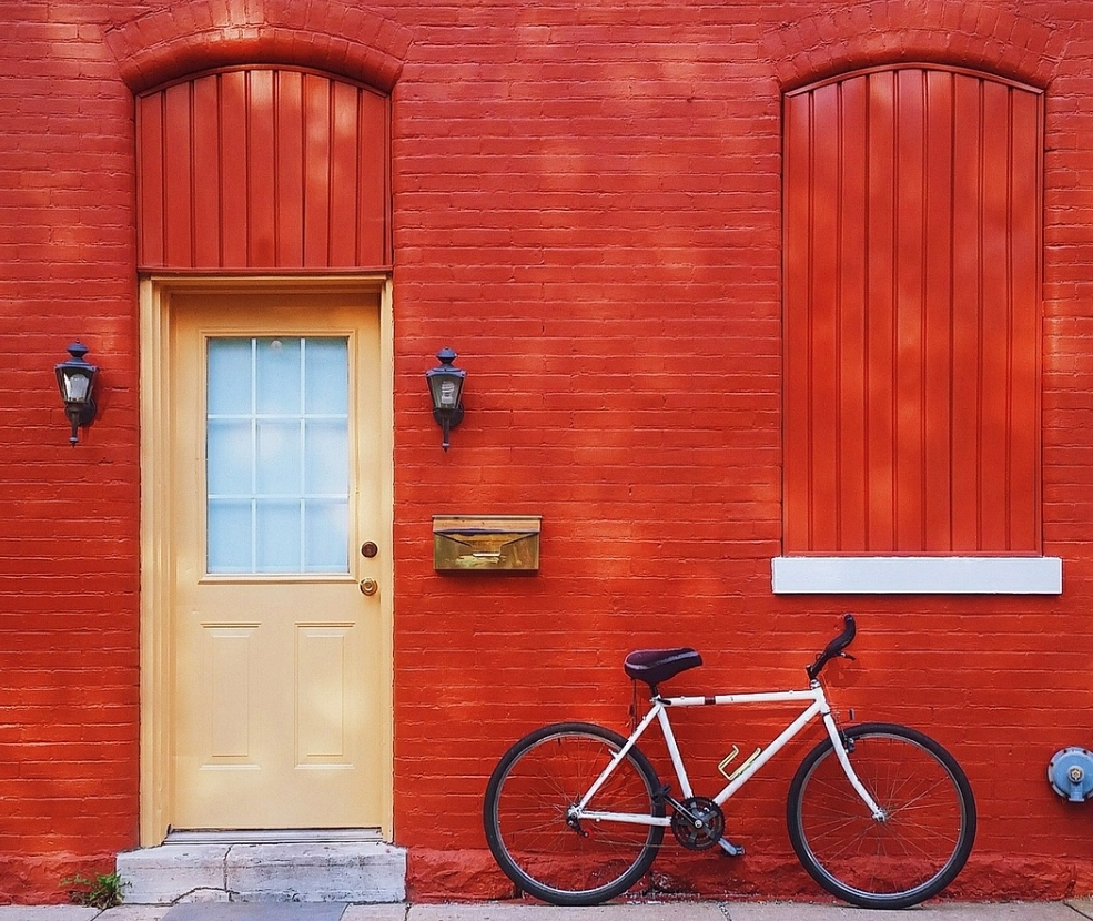- How does the red wall appeal to you? Color can do loads to give a first impression but not that you have to paint your wall RED, but you get the attention!