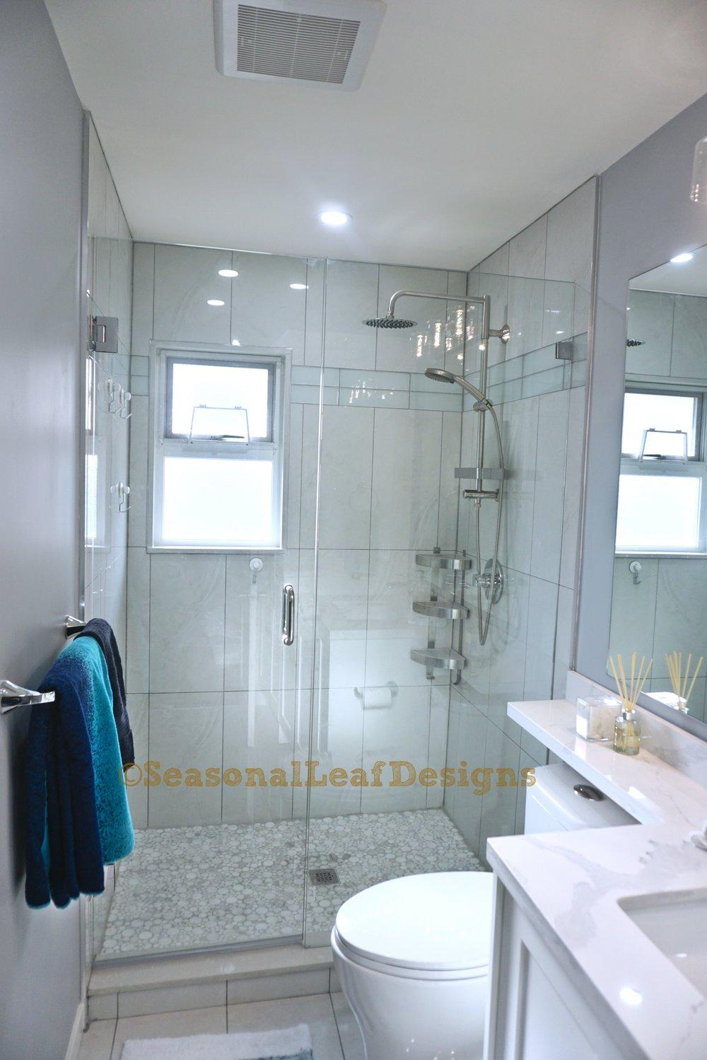 Hall Bath1_.jpg