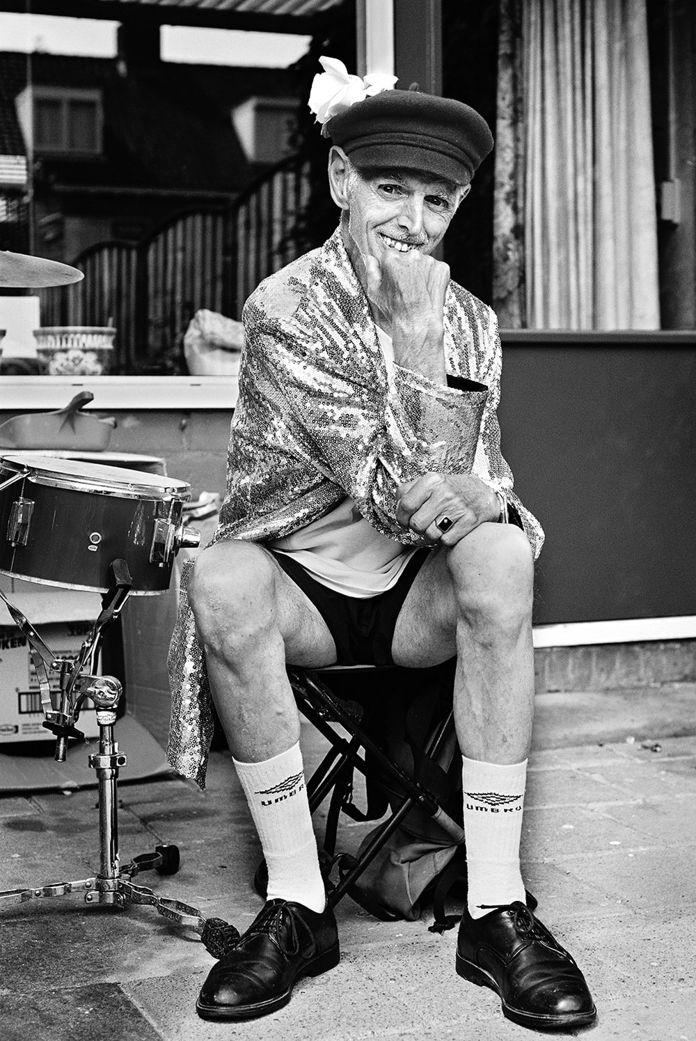 Huub alias Heintje // Street artist He was exactly what I thought he'd be. Confused at times, enthusiastic like a kid at a carnival and, at the same time, both confident and shy-ish. After countless acts in one of his shiny jackets, either as a drummer or a living statue, all he really wants, is to be famous. Luckily he's 'world famous' in the city of Eindhoven. 8/10