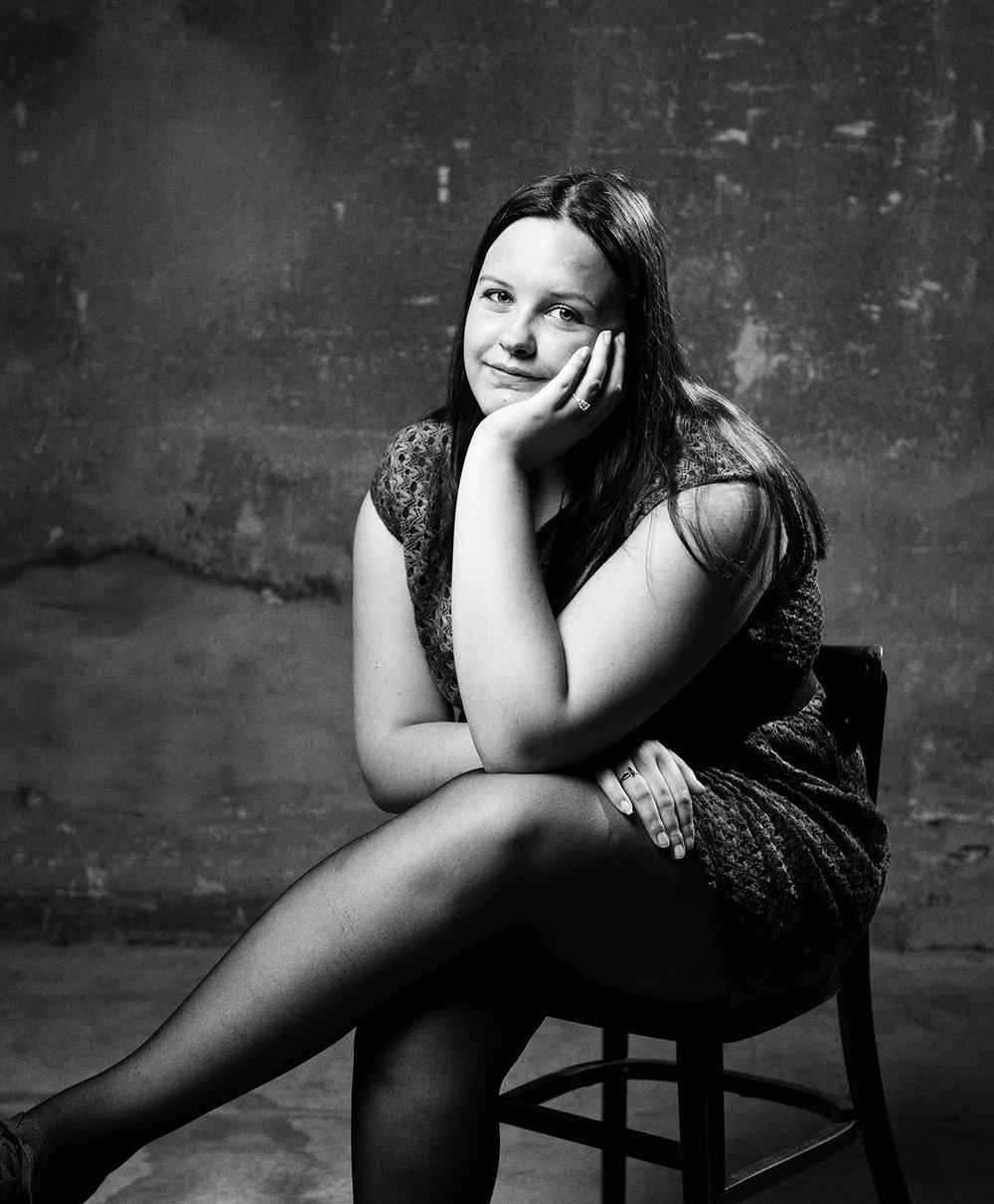 """Dit is Cheyenne. Haar zusje heeft epilepsie en autisme, op sociaal-emotioneel vlak is ze anderhalf jaar. """"Ik zou willen, dat zij ook met haar eigen vriendinnen zou kunnen afspreken. Ook verliefd zou kunnen worden. Als je daar over nadenkt, is het best triest. Ik baal wel voor haar."""" 4/12"""