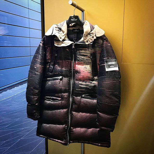 Combat the cold with the @stoneisland_official Big Loom Jacquard jacket, available now at @presenthackneywalk! 🚫🌨