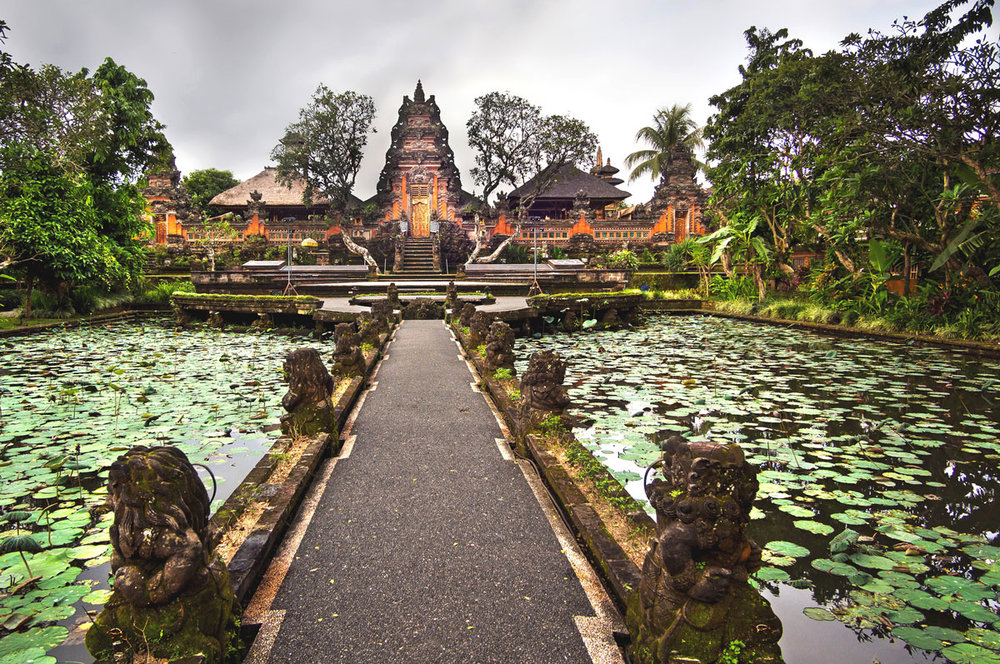 Ubud-Pura-Saraswati-Temple-Ubud-©-Adobe-Stock.jpg