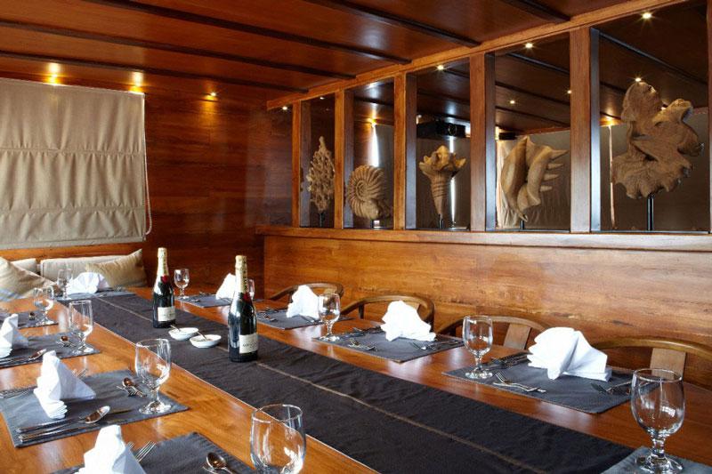 IDN_MY-Damai-1-Dining-Table-©-Dive-Damai-004.jpg