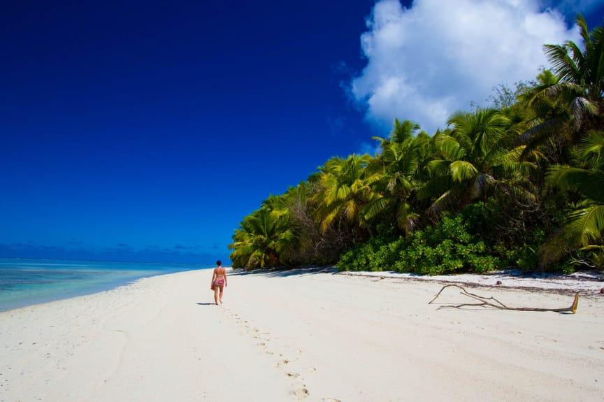 alphonse-experiences-ocean-activities-walking-3.jpeg
