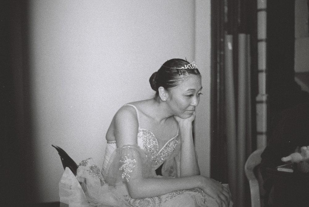 Lina, waiting