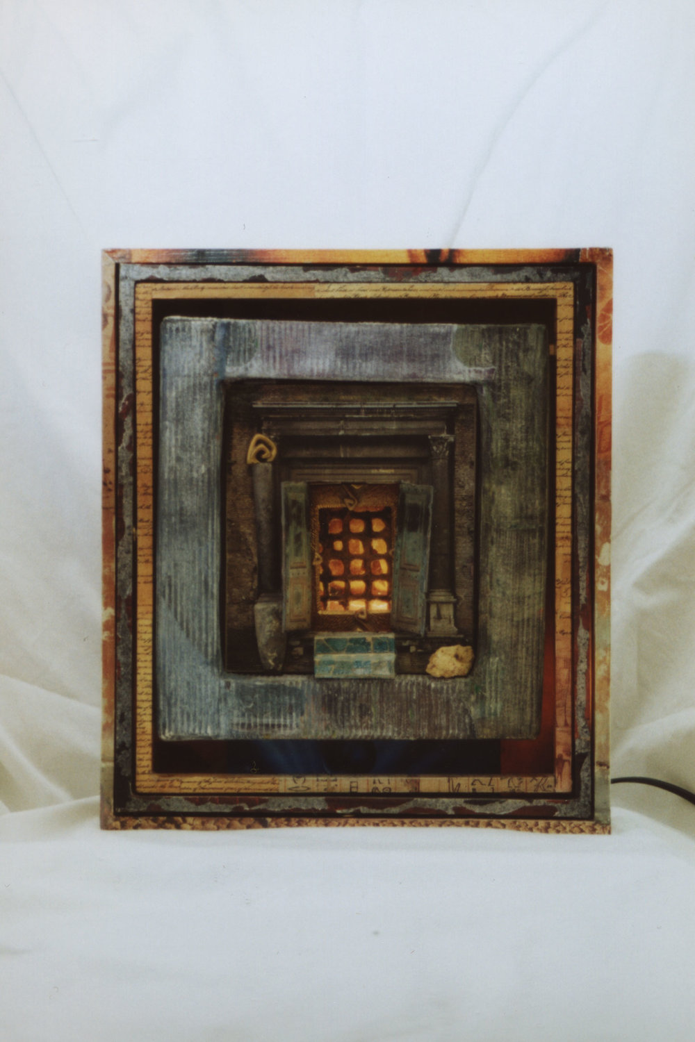 LE PORTAIL / THE DOORWAY 11″ x 12.5″ x 3″