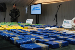 An Argentine soldier guards a large seizure of cocaine. Source: Flickr Creative Commons via Ministerio de Seguridad Argentina.