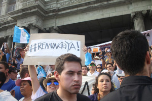 Protestors in Guatemala demand public officials' resignation due to corruption scandals. Source: Flickr Creative Commons via  Surizar .
