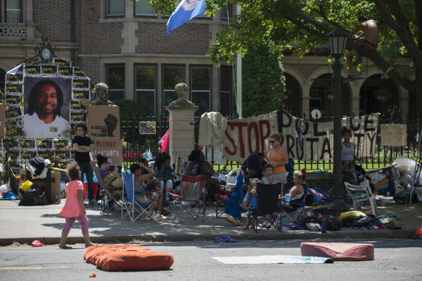 Protest for the death of Philando Castile at the Minnesota Governor's Mansion. Photo by: Fibonacci Blue.