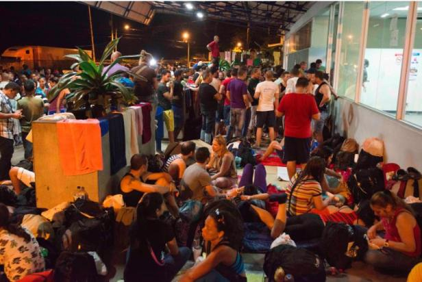 Cuban migrants arrive in Ecuador. Photo from  Univision.com
