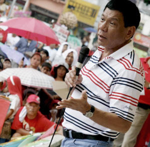 Davao City Mayor Rodrigo Duterte speaks before the protesting residents in the city. AKP Images / Keith Bacongco