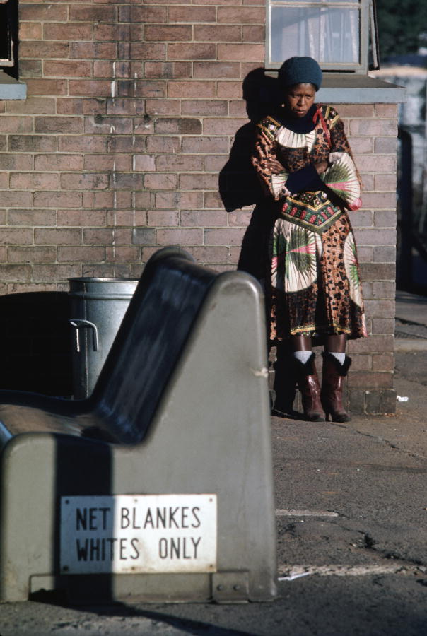 The bench is empty but this young black woman in a Johannesburg railway station would be breaking the law if she sat on it. 1/Jan/1982. UN Photo/DB. http://www.unmultimedia.org/photo/
