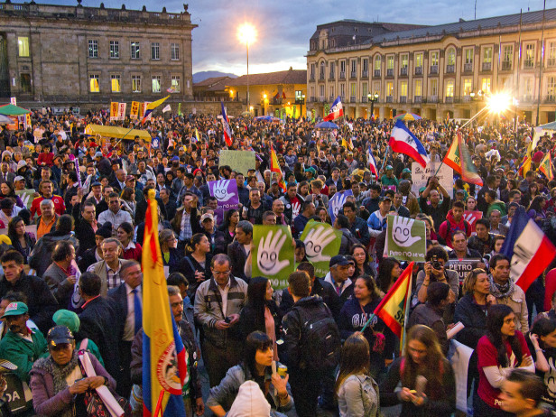 Despite massive protests, the Colombian government ignored the IACHR precautionary measure against the destitution of the mayor of Bogotá, Gustavo Petro. Photo by: Juan Carlos Pachón