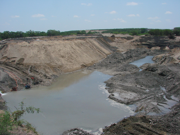 An open pit mine in Mexico has destroyed the surrounding environment. Photo by: Toño Hernández