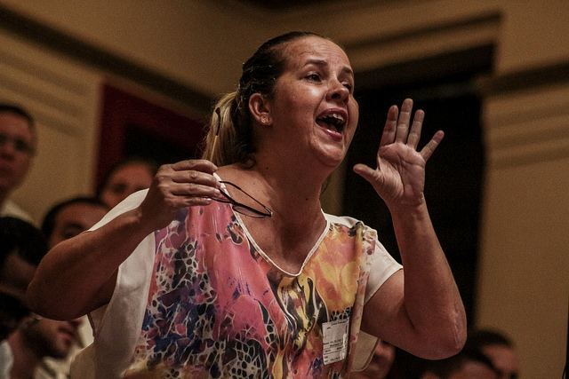 A woman speaks at a public hearing on the Municipal Education Plan of Rio de Janeiro. The debate focused on gender Ideology. Photo: Ramon Aquim / Mídia NINJA.