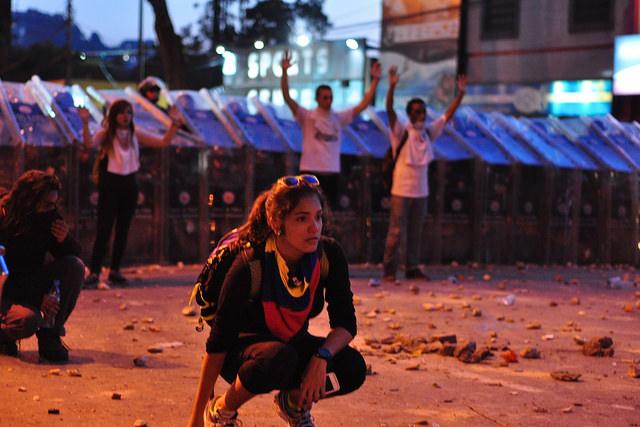 Protesters in front of police line in Caracas, Venezuela. Photo by: andresAzp