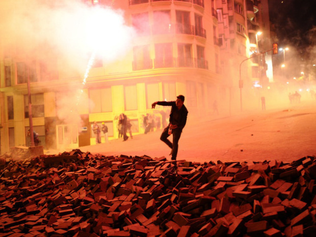 Protestors clash with Turkish riot policemen on the way to Taksim Square in Istanbul on June 5, 2013. Photo by: newsonline
